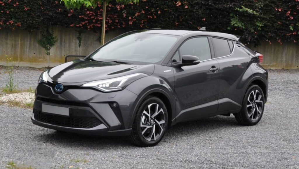 De nieuwe Toyota C-HR in donkergrijs.